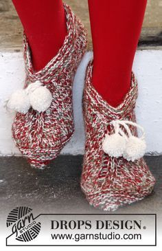Rockin' around the #Christmas tree in these slippers in 3 strands Baby Alpaca Silk by #DropsDesign #knitting