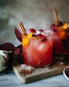 Spiced Cranberry Orange Margaritas Recipe (with mocktail options) Fall Cocktails, Cocktail Drinks, Fun Drinks, Yummy Drinks, Cocktail Recipes, Yummy Food, Healthy Drinks, Beverages, Drink Recipes