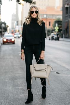 Jeans are a year-round outfit and can be easily worn during those chilly autumn days. Black Cashmere Sweater, Cashmere Sweaters, Look Fashion, Autumn Fashion, Street Fashion, All Black Fashion, Club Fashion, 1950s Fashion, Cheap Fashion