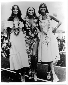 Charlie's Angels Jaclyn Smith Cheryl Ladd Kate Jackson all in Hawaian dresses Kate Jackson, Cheryl Ladd, 70s Fashion, Party Fashion, Charlies Angels, Star Wars, Farrah Fawcett, Jaclyn Smith, Scene Photo