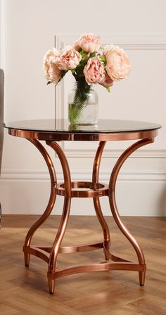 Retro style rose gold side table with curved legs and glass top Rose Gold Furniture, Copper Living Room, Table, Rose Gold Side Table, Bridal Dressing Room, Rose Gold Decor, Blue Room Decor, Gold Living Room Decor, Copper Side Table