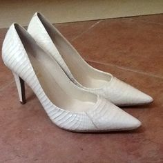 RALPH LAUREN AMAYA PEARL SNAKESKIN PUMPS sz 6, NWT Gorgeous Ralph Lauren Amaya Pumps in Pearl PYTHON SNAKESKIN  New without Box  Size 6M  Pointed toe, 3 3/4 inch heel, manmade sole  Product No. 802076854  Will ship right away,  CHECK OUT MY OTHER DESIGNER ITEMS Ralph Lauren Shoes Heels
