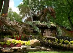 "Montreal Now Has A ""Hobbit"" Themed Public Garden Voyage Montreal, Quebec Montreal, Montreal Travel, Montreal Ville, Quebec City, Ottawa, Places To Travel, Places To See, Windsor Park"
