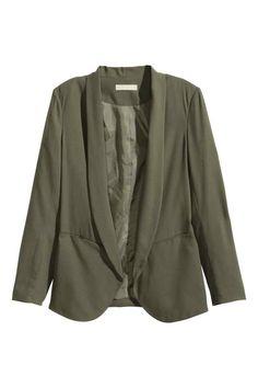 Blazer de crepe: Blazer de tecido com bolsos à frente. Forrado.