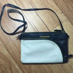 """24hr saleLeather Emma Fox cross body bag ✨✨Cross body bag by Emma Fox. 100% leather. Black and white with beatific cotton floral internal. Numerous pockets.  Adjustable cross body strap.                                  ✨Excellent condition. No flaws. Interior is clean.                                                                           ✨10""""x6.5"""" Emma Fox Bags Crossbody Bags"""