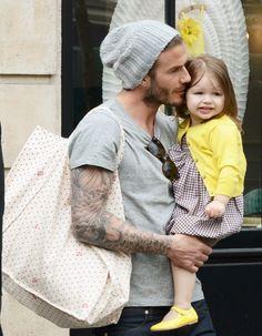 Harper Beckham fête ses trois ans et dispose d'une garde-robe à nous faire mourir de jalousie ! http://www.elle.fr/People/Style/Trajectoire-mode/Harper-Beckham-la-petite-fille-la-mieux-habillee
