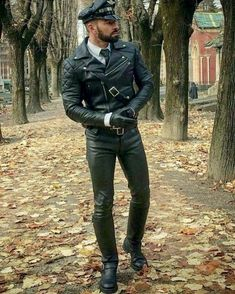 """blufchicago: """"Great example of The Breeches and Leather Uniform Fan Club (BLUF) Chicago dress code. Join us at our next strict dresscode social: 4/21/18 at Touché. More info and sign up for our event..."""