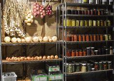 Best Storage Vegetables for Cold Storage or a Root Cellar Root Cellar, Wine Cellar, Food Storage Rooms, Storage Ideas, Can Storage, List Of Vegetables, Store Vegetables, Home Canning, Canning Tips