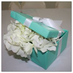 Tiffany blue shower decoration | table centerpiece | boy baby shower decoration | Tiffany blue baby shower | breakfast at Tiffany's party