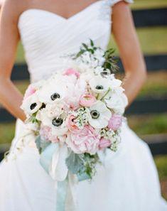 bouquet de mariée romantique: anémones de Caen et renoncules