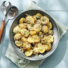 Fransk potatissallad | Recept ICA.se Halloumi, Greens Recipe, Polenta, Paella, Grilling, Vegan Recipes, Good Food, Vegetarian, Ethnic Recipes