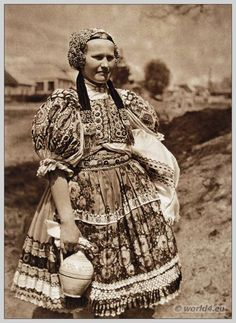 Peasant girl in regional costume of Ábelová, Slovakia. European Dress, European Fashion, Tribal People, Folk Dance, Folk Embroidery, European History, Folk Costume, Traditional Dresses, African