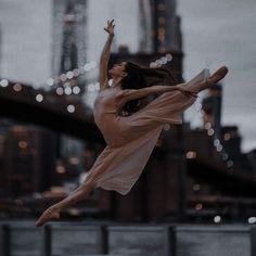 Ballet Pictures, Dance Pictures, Dancer Photography, Dance Poses, Ballet Beautiful, Dance Art, Character Aesthetic, Just Dance, Ballet Dancers