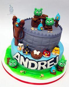 Angry Birds Cake by carobniuzitakcakes