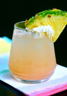 Skinny Beach Bum* - Low calorie pineapple-coconut vodka, grapefruit juice and a tropical garnish make this the ultimate summer cocktail! Low Calorie Cocktails, Healthy Cocktails, Summer Cocktails, Cocktail Drinks, Cocktail Recipes, Vodka Cocktails, Drink Recipes, Coconut Vodka, Pineapple Coconut