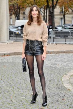 Alexa Chung wearing the perfect fall outfit.a great sweater, a leather skirt/great pair of shorts, black tights and some edgy heels Winter Shorts Outfits, Winter Skirt Outfit, Winter Outfits, Winter Night Outfit, Black Tights Outfit, Shorts With Tights, Sheer Tights, Leder Shorts Outfit, Alexa Chung Style