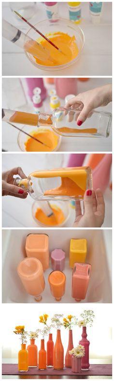 Cómo hacer jarrones con botellas pintadas