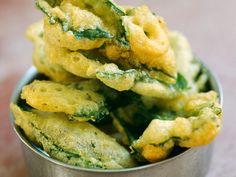 Découvrez la recette Beignets aux herbes sur cuisineactuelle.fr.