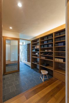 a genkan so impressive it looks like a shoe shop! Exterior Design, Interior And Exterior, Prairie House, Japanese House, Cool Rooms, Model Homes, Shoe Shop, Home Remodeling, Entrance