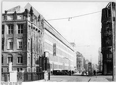 Das Haus des Deutschen Innen- und Außenhandels der DDR in Berlin, Mohrenstraße. (Aufnahme vom 9.3.1954)