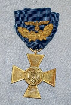 Werhmach long service medal 1st Class with 40 years oakleaves.