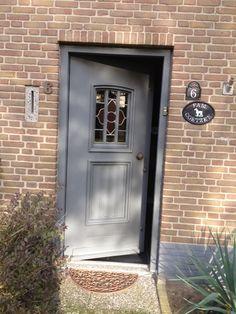 kozijnen schilderen Contemporary Front Doors, Porch Veranda, Home Porch, Belgian Style, Steel Doors, Modern House Design, Door Design, Curb Appeal, Home Projects