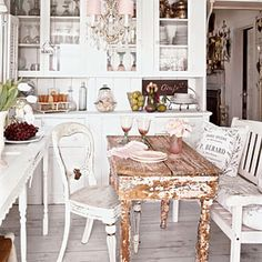 I absolutely love shabby chic kitchens! hmbcoastgirl I absolutely love shabby chic kitchens! I absolutely love shabby chic kitchens! Shabby Chic Style, Shabby Chic Mode, Casas Shabby Chic, Estilo Shabby Chic, Chabby Chic, Boho Chic, Bohemian Decor, Romantic Kitchen, Romantic Room