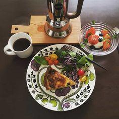 「おしゃれごはん」の鉄板プレート。押さえておきたい定番の北欧食器ブランド5選   おうちごはん Table Settings, Table Arrangements, Desk Layout