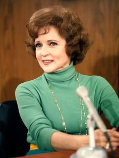Betty White as Sue Anne Nivens on The Mary Tyler Moore Show. I looked forward to the Mary Tyler Moore show ONLY because I LOVED the character of Betty White/Sue Ann Nivens Vintage Hollywood, Hollywood Glamour, Classic Hollywood, Hollywood Icons, Hollywood Stars, Mary Tyler Moore Show, 1970s Tv Shows, Odd Couples, Betty White
