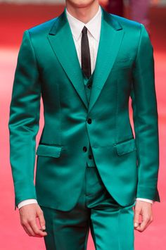 Maybe for some people assume that tuxedo with a suit. The difference can be seen from the event being attended. The suit is a long-sleeved formal dress that… Dress Suits For Men, Suit And Tie, Mens Suits, Men Dress, Cool Tuxedos, Navy Tuxedos, Tuxedo Colors, Red Tuxedo, Prom Suit Styles