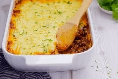 Full-flavored lamb mince topped with creamy mashed potatoes. Creamy Mashed Potatoes, Peeling Potatoes, Vegetarian Tart, South African Recipes, Ethnic Recipes, Lamb Pasta, Easy Shepherds Pie, Lamb Stew, Fussy Eaters