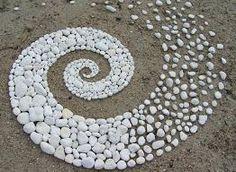 Le Land Art magique de Andy Goldsworthy The Magic Land Art of Andy Goldsworthy Pebble Mosaic, Pebble Art, Rock Mosaic, Pebble Stone, Stone Mosaic, Land Art, Outdoor Art, Outdoor Gardens, Rooftop Gardens