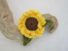 Sunflower brooch crocheted by WisteriaCottageCraft on Etsy, £4.50