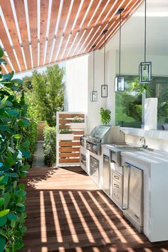 35 Chic Outdoor Kitchen to Entertain Guest Without Having to Step Inside #ChicOutdoorKitchen
