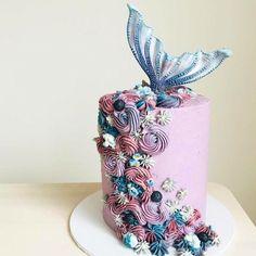 [Curious] The Mermaid tail cake hmm. Enjoy the idea! Fancy Cakes, Cute Cakes, Pretty Cakes, Beautiful Cakes, Amazing Cakes, Mermaid Tail Cake, Mermaid Cakes, Mermaid Cupcake Cake, Mermaid Birthday Cakes