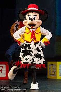 Minnie Mouse can cowgirl it up!