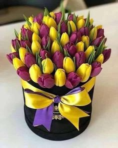 You can order flowers online to give pleasant surprise to your loved one. Let your valentine feel essence of flowers and why these flowers are symbol of beauty which doesn't disappear with age but remain with you for lifetime. Beautiful Bouquet Of Flowers, Beautiful Flower Arrangements, Tulips Flowers, Amazing Flowers, Beautiful Roses, Fresh Flowers, Flowers Garden, Paper Flowers, Floral Arrangements