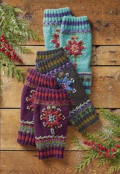 Star Flower Legwarmers - Brightest blossoms chase the chill away in our scrunchable legwarmers, shaped for the perfect fit. Fingerless Mittens, Knit Mittens, Knitted Gloves, Knitting Stitches, Baby Knitting, Knitting Patterns, Crochet Patterns, Knitting Projects, Crochet Projects