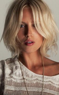HOW-TO: MUST KNOW TRICKS FOR #STYLING THE FRONT OF YOUR HAIR: http://maneaddicts.com/2015/03/29/tricks-for-styling-the-front-of-your-hair/ #ManeAddicts #HairInspiration #ShortHair #Bob #Blonde #Waves