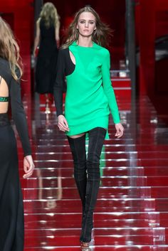 Versace - Fall 2015 Ready-to-Wear - Look 40 of 53 Daria Strokus bad picture contrast otherwise WoW