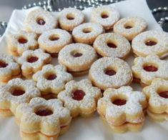 Linecké cukroví Xmas Cookies, Yummy Cookies, Yummy Treats, Yummy Food, Christmas Sweets, Christmas Baking, Czech Recipes, Desert Recipes, Sweet Recipes