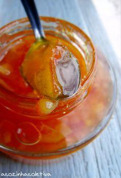 A Cozinha Coletiva: Um bolo e um estoque de geléia de laranja
