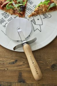 Riviera Maison Pizzarulle Perfect Slice (443-374150) Kitchenware, Tableware, Cookware Set, Sweet Home, Cooking, Slice Pizza, Schmidt, Cosy, Spring Summer