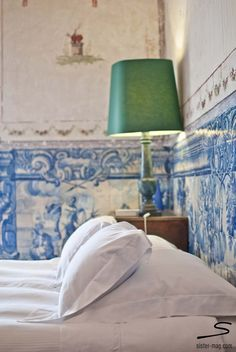 Palacio Belmonte: one of the best veiled secrets of Explore more hotel recommendations in Photo: Sivan Askayo Portuguese Culture, Portuguese Tiles, Lisbon Hotel, Iron Balcony, Interior And Exterior, Interior Design, Blue Tiles, Blue Bedroom, Beauty Room