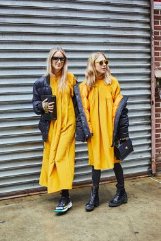 A slideshow of NYFW street style, updated daily. New York Fashion Week Street Style, Nyfw Street Style, Street Style Looks, Street Chic, Campaign Fashion, Trendy Outfits, Love Fashion, Amsterdam, Personal Style