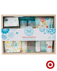 The Honest Company Baby Arrival Gift Set includes 7 non-toxic must-haves for Bab. - My best baby products list Honest Baby Products, New Baby Products, Natural Products, Mom And Baby, Baby Love, 2nd Baby, Baby Shower Gifts, Baby Gifts, Baby Gift Sets