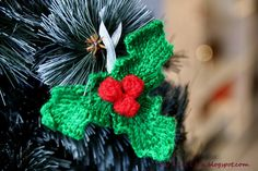 Ravelry: Christmas Decoration part II pattern by c v e t u l k a knits How To Make Christmas Tree, Christmas Makes, Homemade Christmas, All Things Christmas, Xmas Tree, Knitted Christmas Decorations, Christmas Wreaths, Christmas Ideas, Christmas Inspiration
