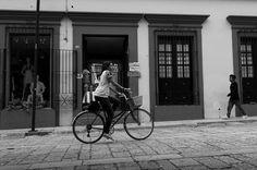 Oaxaca #fujifilm #fujifilmmx #fujifilm_xseries #fujixmexico #x100 #fujixseries #fujix100 @FujiFilmMx @FujifilmX_US #Xphotographer #xseries #fujix100shots #bicycle