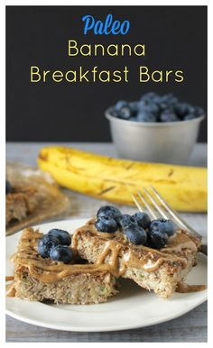 Paleo Banana Breakfast Bars- a healthy breakfast made with no oil or butter, naturally sweetened and so delicious! #zucchini #glutenfree