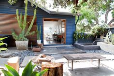 modern landscaping // rustic modern @airbnb home in Hollywood Hills, CA #vacation #california